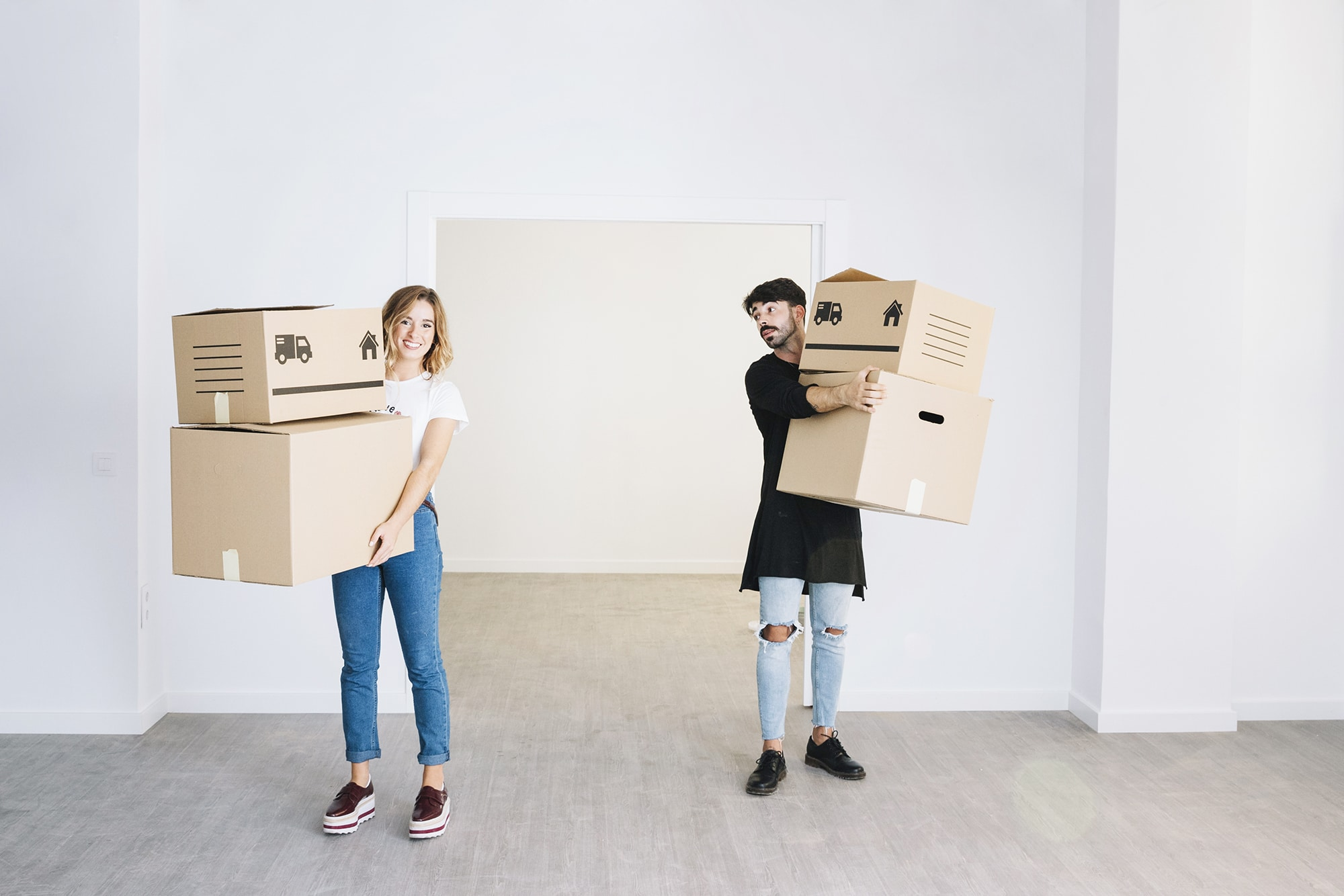 Moving Truck Rentals Vs. Hiring Movers: Pros & Cons
